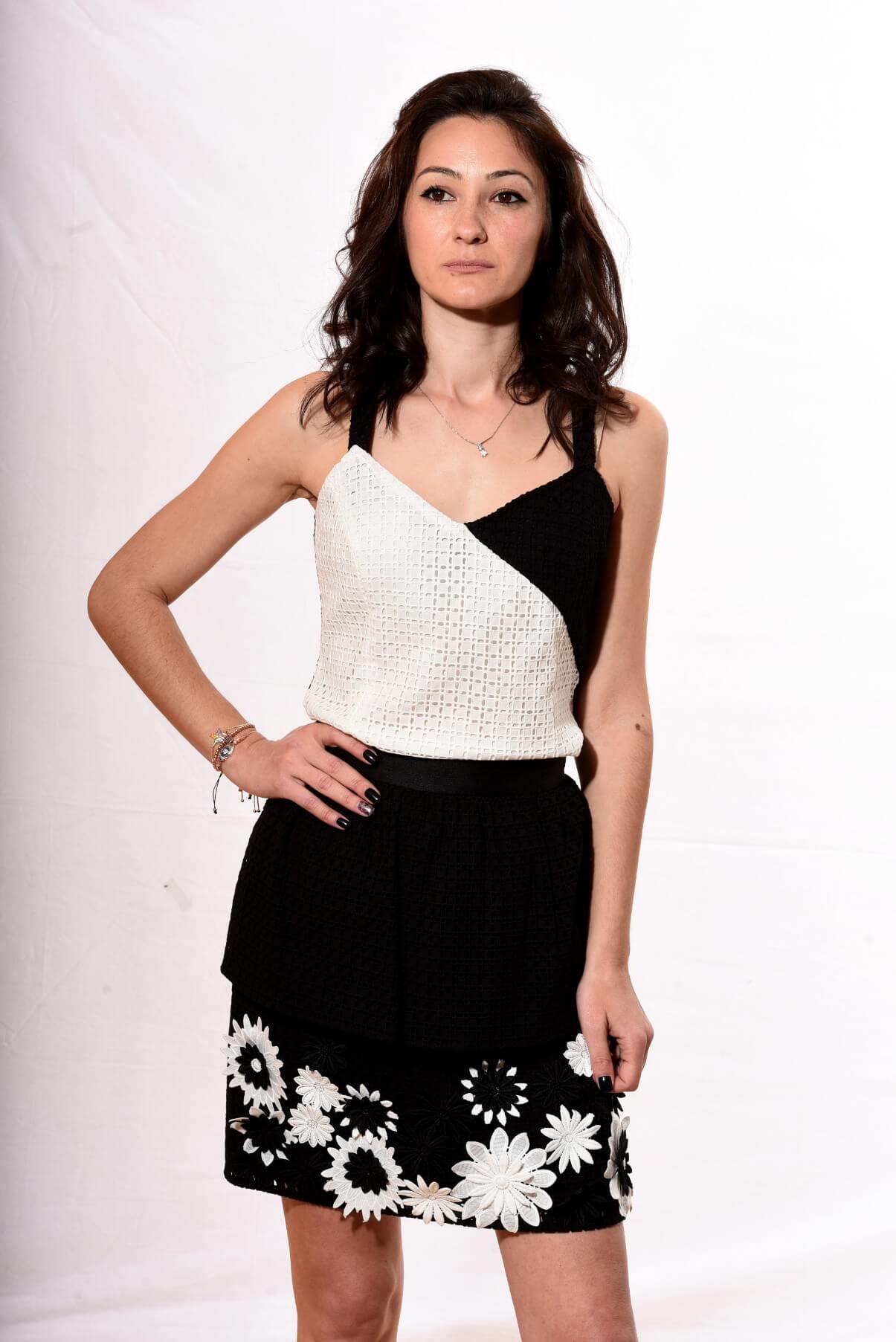 Μαύρη φούστα μίνι κοκτέιλ με βολάν και μαύρη φούστα μίνι κοκτέιλ με βολάν